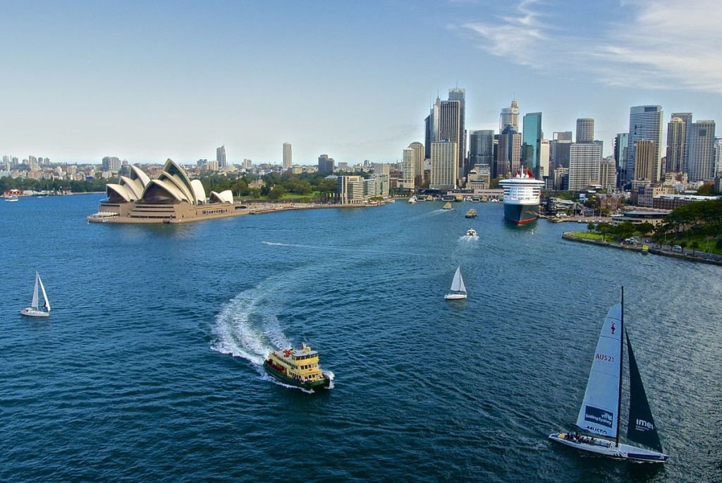 Sydney from the Harbour Bridge with the Queen Mary 2 docked