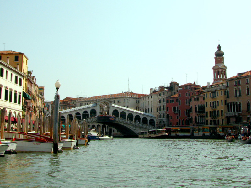 Ponte di Rialto - Venice's most famous bridge